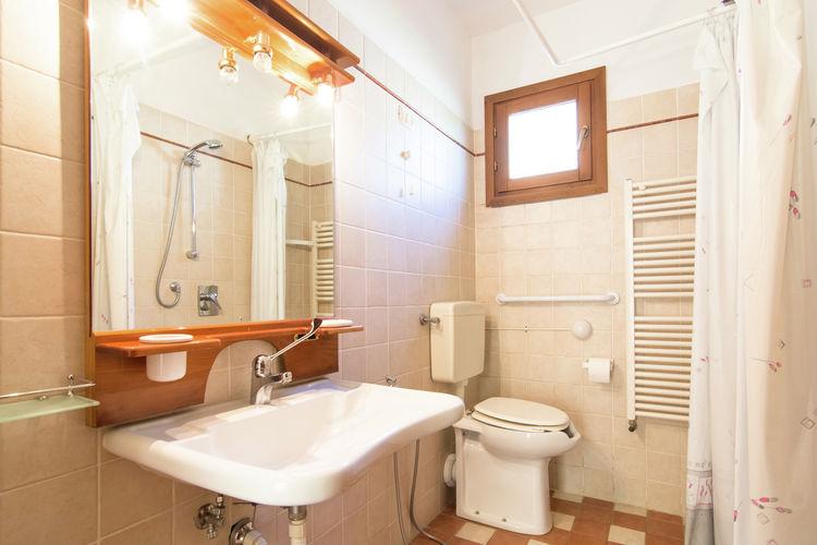 Il bagno attrezzato dell'appartamento Bube.